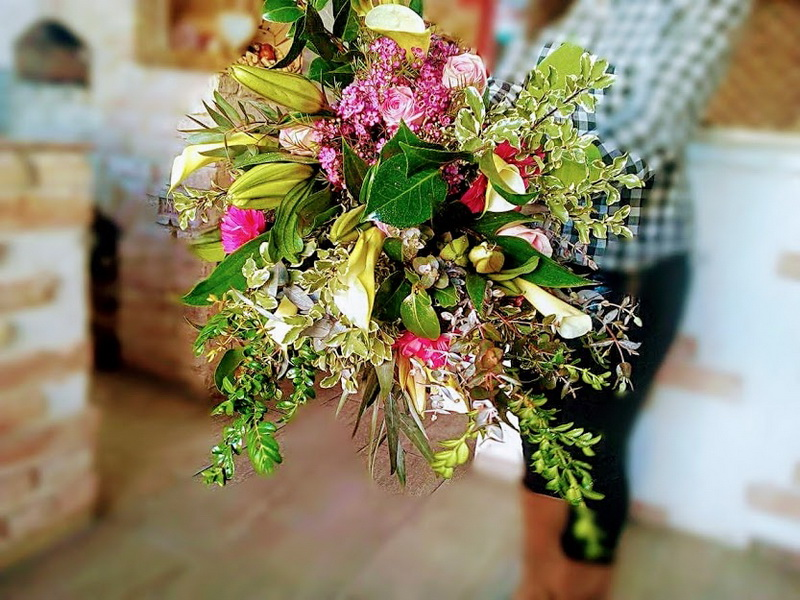 01-90e-hand-tied-bouquet
