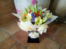 Modern Aquapack Bouquet